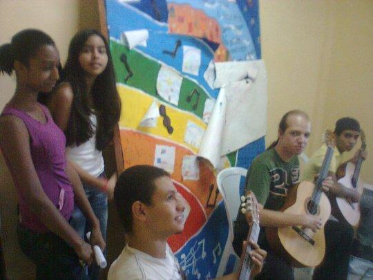 Aulas de violão na Casa do Zezinho!
